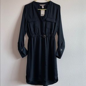 Knee-length dress with front pockets